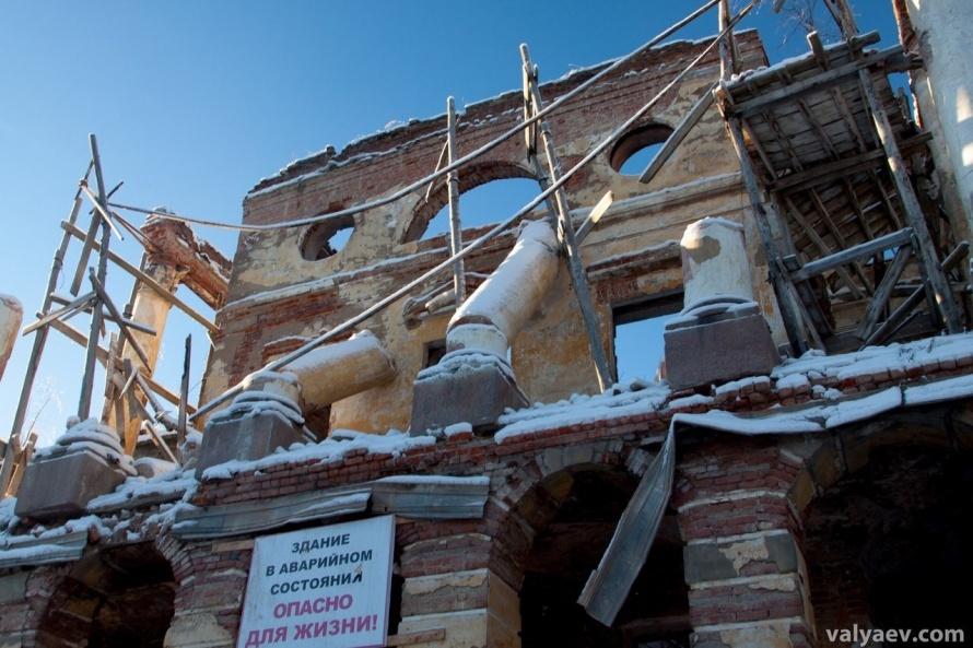разрушенный дворец в Ропше, фото: соцсети