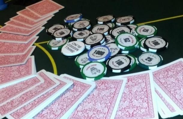 На Васильевском острове в подвале кафе «Кувшин» играли в азартные игры