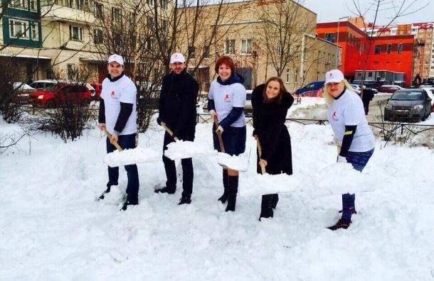 Эковолонтеры помогли коммунальщикам убрать снег