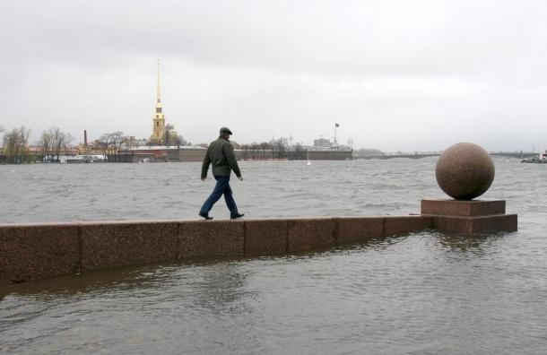В Петербурге закрыта дамба из-за угрозы наводнения