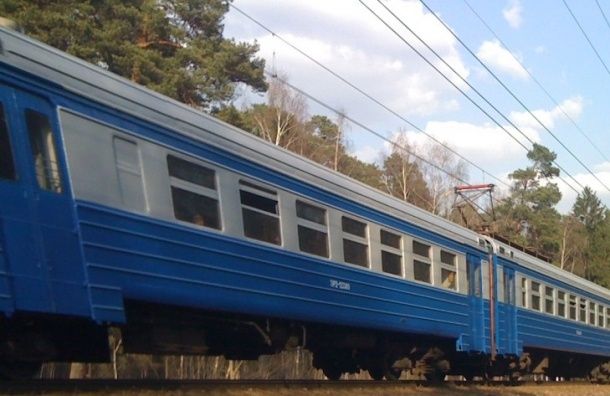 Стоимость проезда в электропоездах в Петербурге подорожает с 12 января