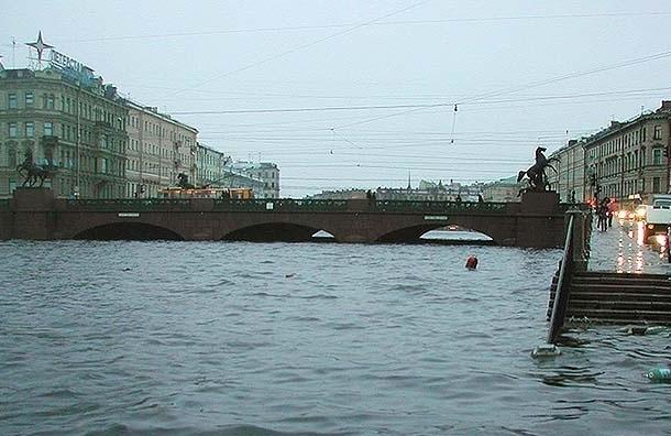 Из-за угрозы наводнения в Петербурге закрыли створы дамбы