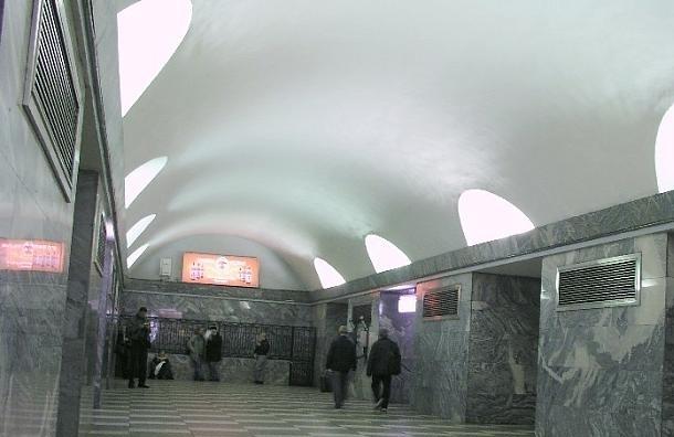 Вторую станцию метрополитена Петербурга закрыли из-за бесхозной сумки