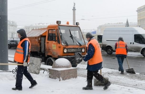 Смольный: для качественной уборки улиц не хватает денег, техники и рабочей силы
