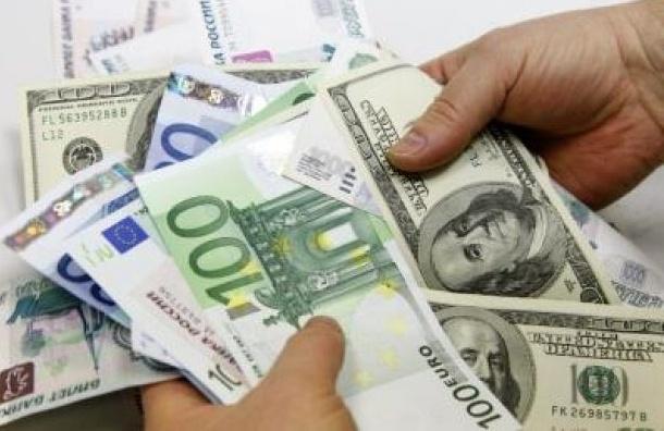 На открытии торгов рубль продолжает падение