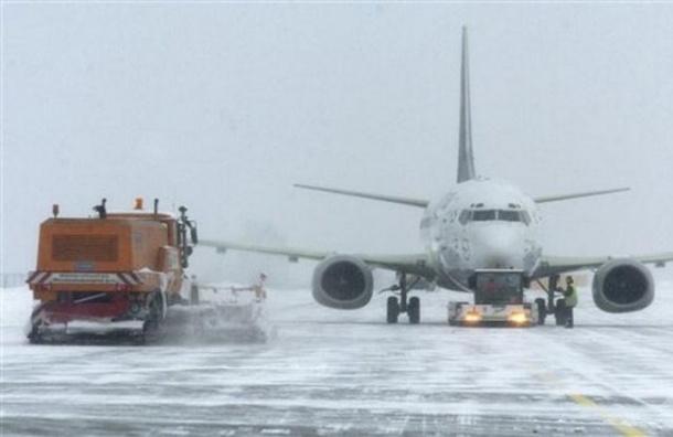 Из-за снегопада более 100 рейсов задержаны в аэропортах Москвы
