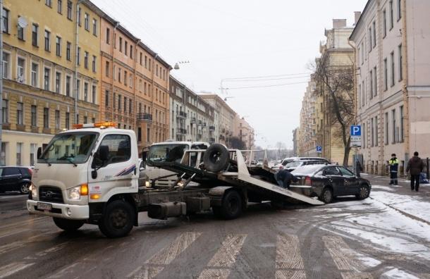 В Петербурге прошел рейд по освобождению автобусных остановок от припаркованных машин