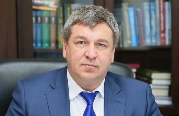 Вице-губернатор Албин ходит на рабочие заседания с пистолетом