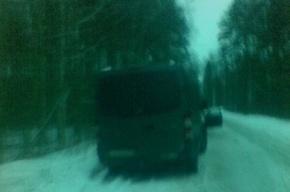 Петербуржец, выйдя погулять, обнаружил возле дома машину с трупом