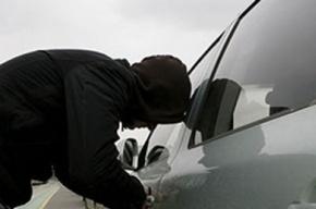 В Петербурге из автосалона угнали три автомобиля