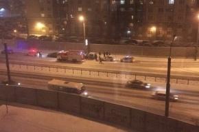 Hyundai  врезался в столб на проспекте Косыгина