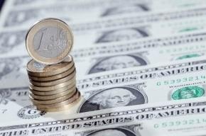 Рубль продолжает падение на торгах на бирже