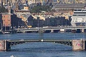 В ночь на 20 января в Северной столице разведут два моста