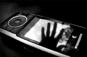 Бомж пытался отобрать телефон у студентки Петербурга