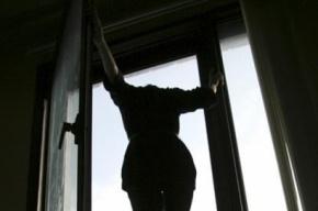 Женщина выбросилась из окна, спасаясь от пьяного мужа