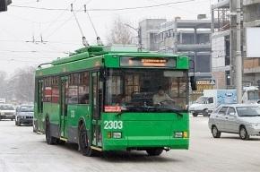 В Новосибирске мужчина угнал троллейбус с 15 пассажирами и устроил ДТП