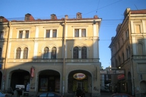 Для петербуржца посещение кафе на Садовой закончилось комой
