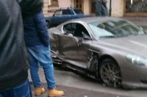 В ДТП на Восстания попал Aston Martin