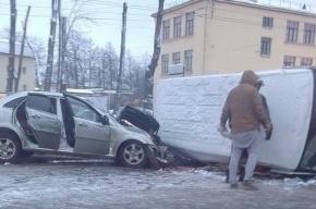 В Массовом ДТП на Стачек пострадали два человека