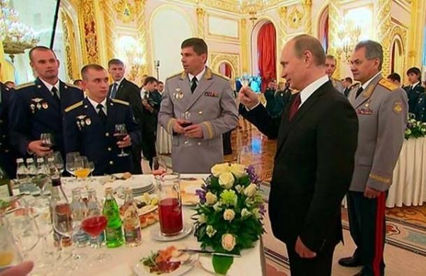 В Кремле отказались от импортных вин и продуктов