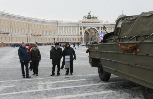 Полтавченко посетил выставку военной техники на Дворцовой площади
