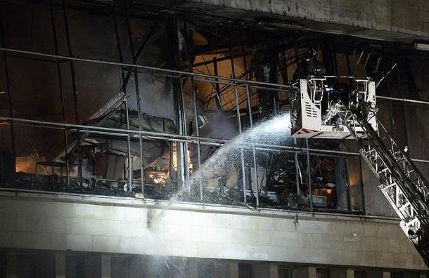 Более 12 часов пожарные тушат здание библиотеки ИНИОН РАН в Москве