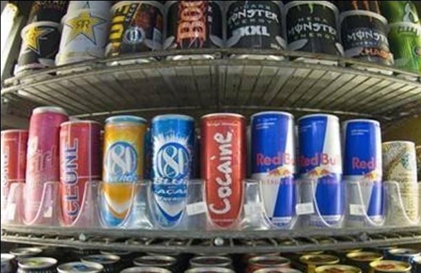 Депутаты Петербурга повторно поддержали законопроект, запрещающий продажу энергетиков