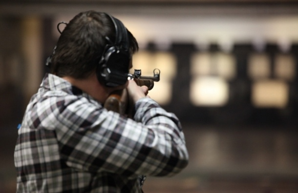 В тире на Аптекарском мужчина пытался застрелиться из спортивного оружия