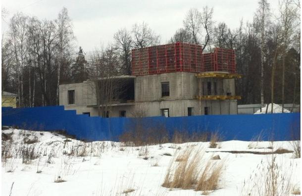 В Пушкине на пепелище исторического дома продолжают строить здание