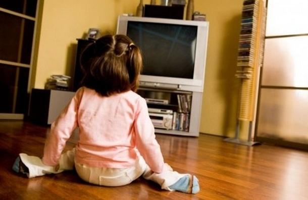 На Гаванской улице снова ЧП: двухлетняя девочка уронила на себя телевизор