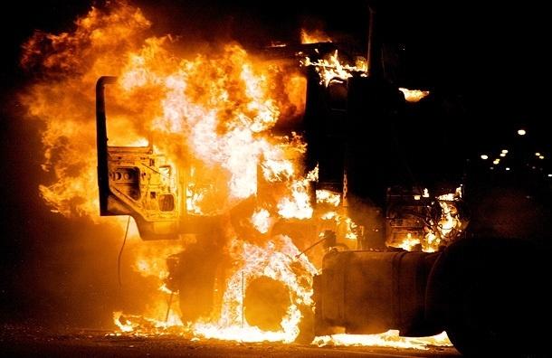 В Невском районе сгорела фура