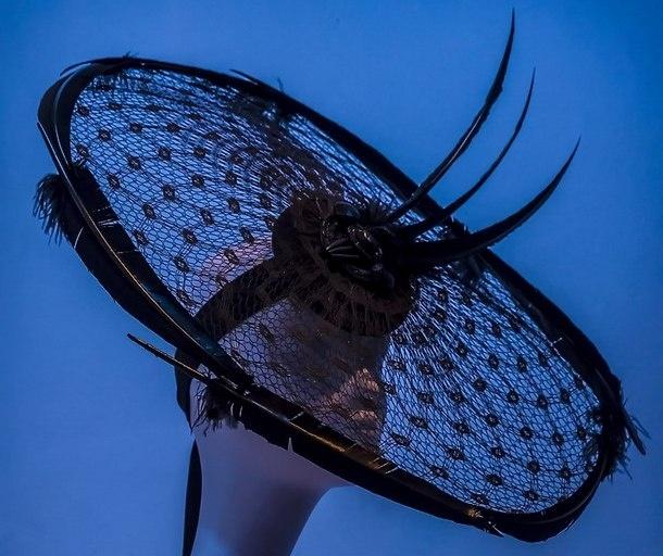 выставка шляп в Эрарте_дизайнер Филип Трейси