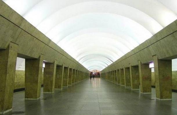 «Выборгская» закрылась на капитальный ремонт