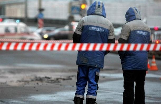 На Мытнинской улице из-за коммунальной аварии провалился грунт