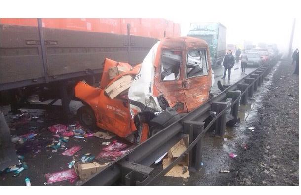 Под Петербургом столкнулись 27 автомобилей