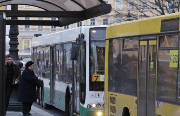 В петербургских автобусах будут объявлять достопримечательности по-английски