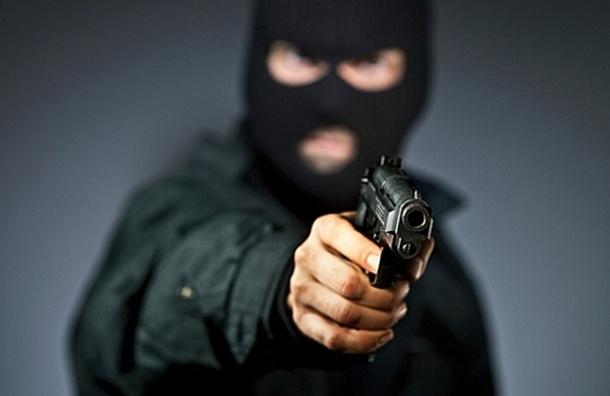 В Ломоносове вооруженный грабитель вынес из салона «Евросеть» 150 тыс. рублей