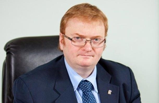 В Петербурге суд обязал Милонова выплатить 25 тысяч рублей за оскорбление эколога