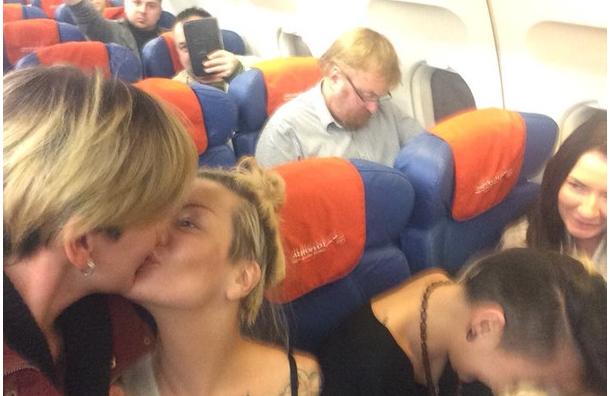 ЛГБТ-активистки сделали селфи на фоне Милонова