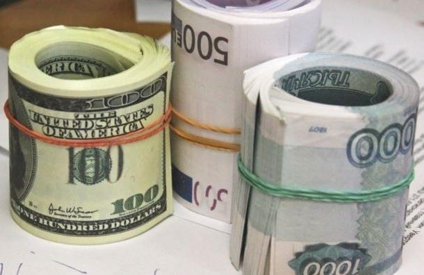 Рубль продолжает дешеветь на открытии торгов