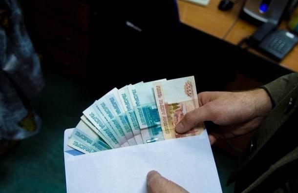 За попытку дать штраф сотруднику ФСБ жителю Петербурга придется заплатить 200 тысяч