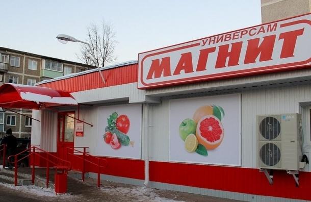 В Петербурге музыкант Сергей Елгазин раздал пенсионерам масло у «Магнита»