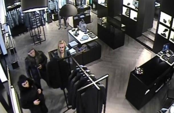 Полиция Петербурга просит помочь найти грабителей, которые похищают дорогую одежду из магазинов