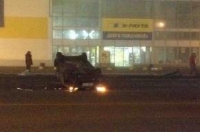 В результате «туманного» ДТП на Уральской улице такси сделало кувырок