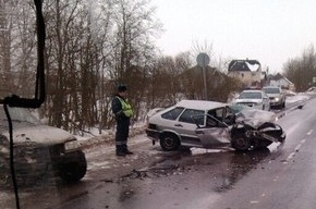 При столкновении двух автомобилей в Красном селе пострадали люди