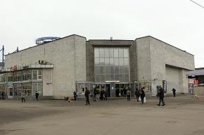 На станции метро «Улица Дыбенко» скончался пожилой пассажир