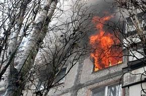 Из-за пожара были эвакуированы 35 жителей дома на Богатырском