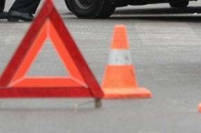 Токсовское шоссе стоит в пробке из-за ДТП с такси