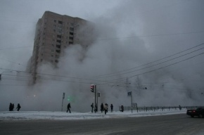 На улице Маршала Тухачевского прорвало трубу с кипятком