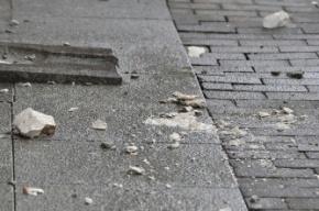На проспекте Гагарина на пешехода рухнула штукатурка